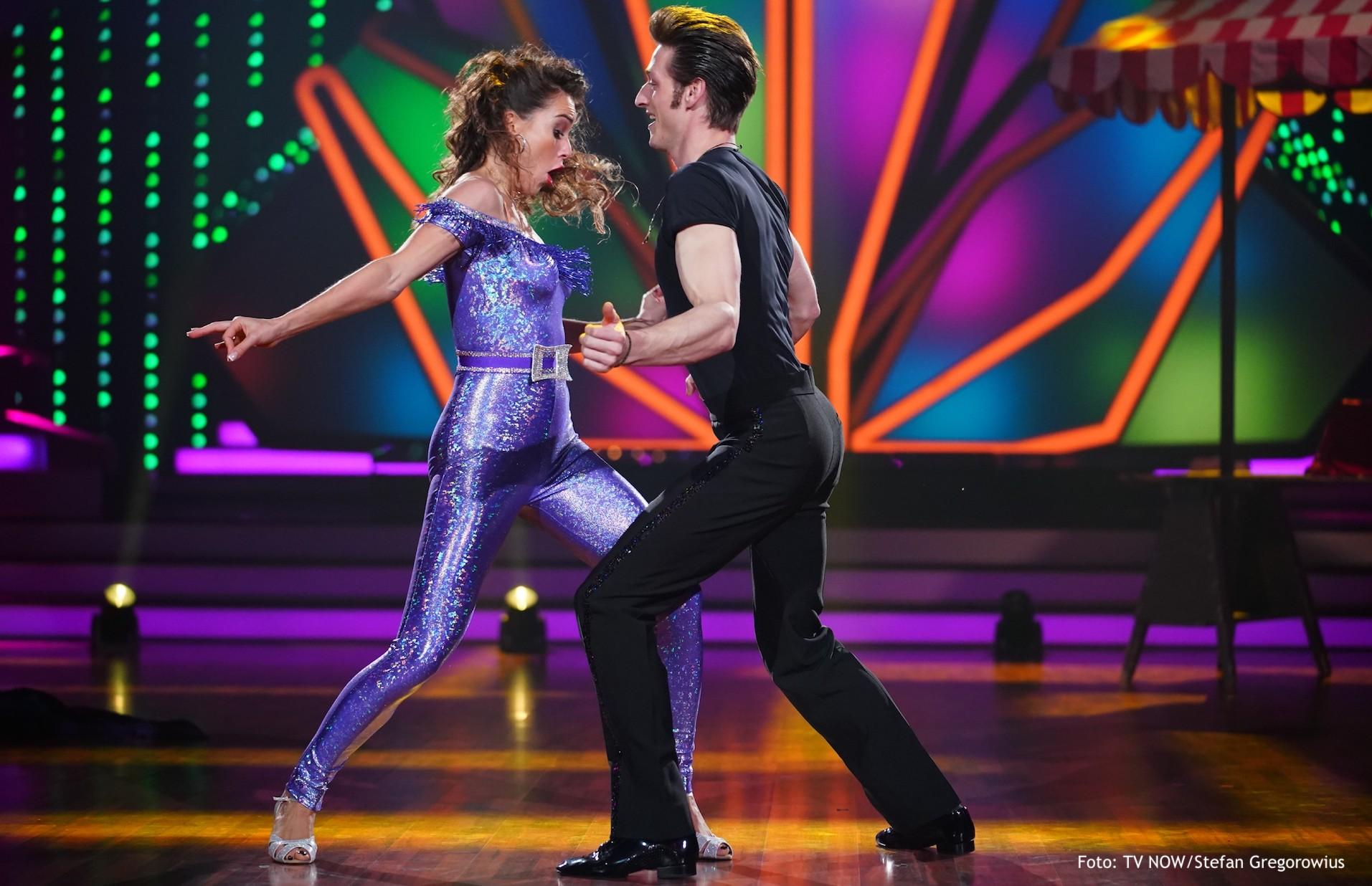 Moritz Hans rockt als John Travolta das Tanzparkett